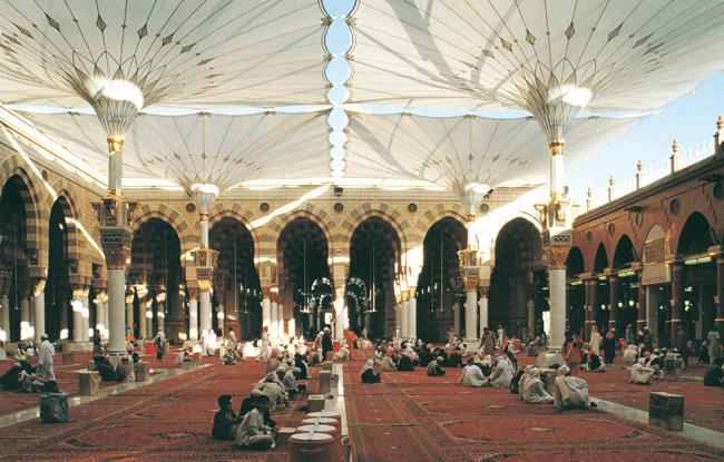 [Image: 14-medina-haram-piazza.jpg]